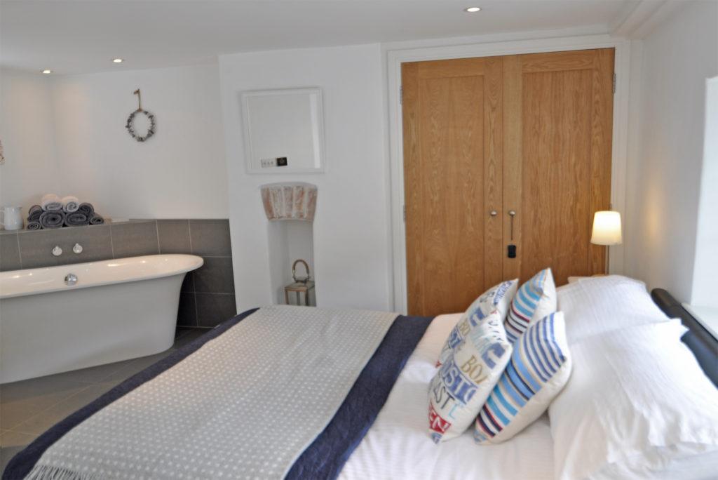 10_DSC2622-bedroom